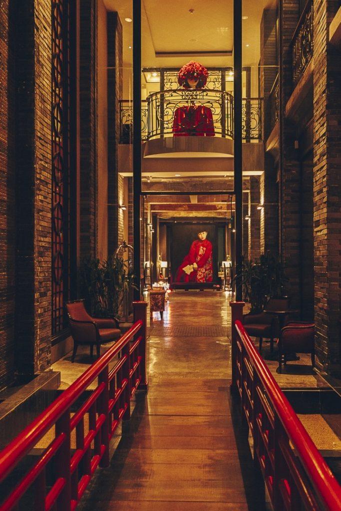 Entrée du Shanghai Mansion, un hôtel historique sur Yaowarat road, en plein coeur de Chinatown à Bangkok #bangkok #thailande #guide