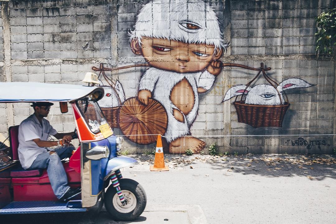 Trouver un hôtel à Bangkok ? Dormir dans le vieux Bangkok permet d'être vers toutes les attractions traditionnelles (Wat Pho, Grand Palais, Wat Arun...) mais aussi de découvrir du street art le long du Chayo Phraya #Bangkok #thaïlande
