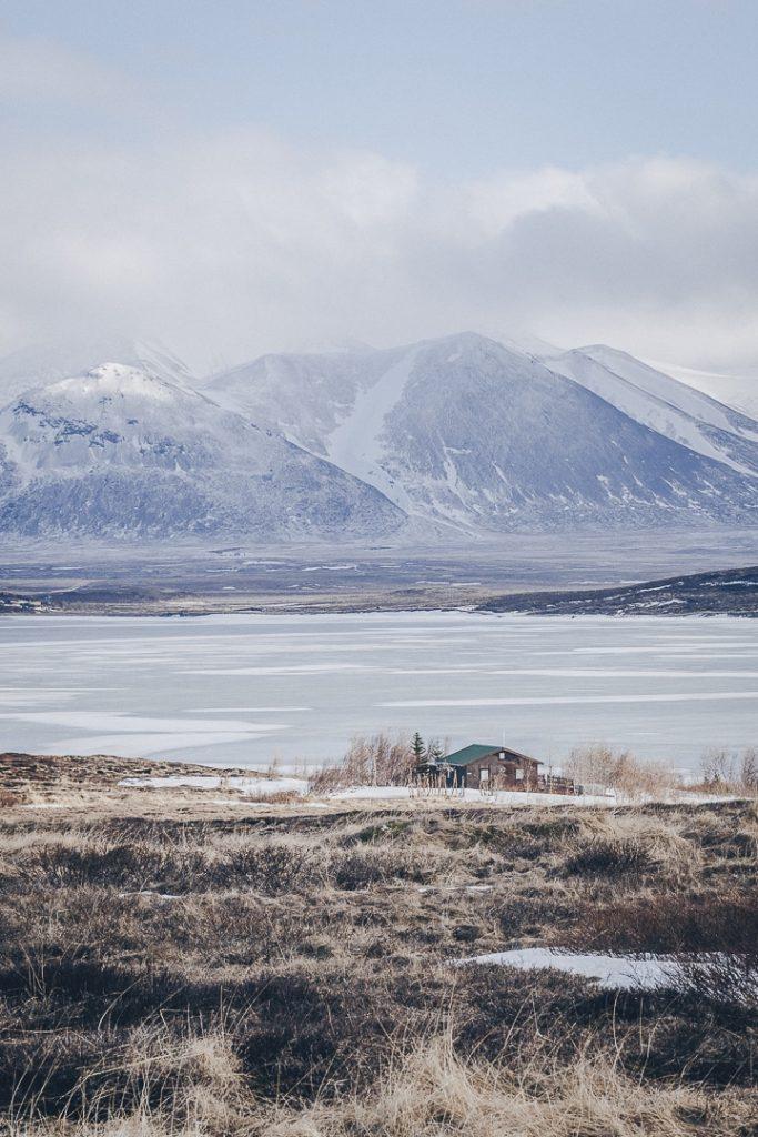Où dormir pas cher en Islande sur la péninsule de Vatnsnes ? Maison isolée sur les fjords #islande #vatnsnes