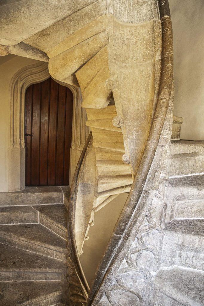 Cet escalier à spirale est une vraie particularité de Graz. C'est le seul vestige du chateau édifié au 15ème siècle par les empereur Frédéric III et Maximilien 1er. #graz #autriche #visitgraz