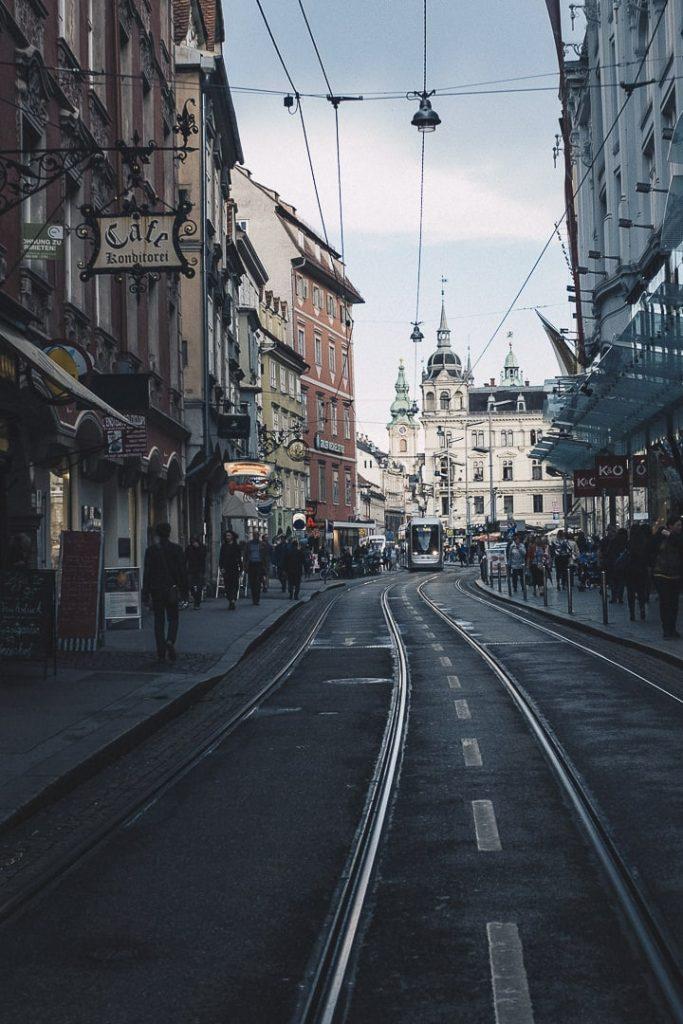 Vue sur l'hotel de ville et Hauptplatz à Graz depuis sackstrasse #graz #autriche