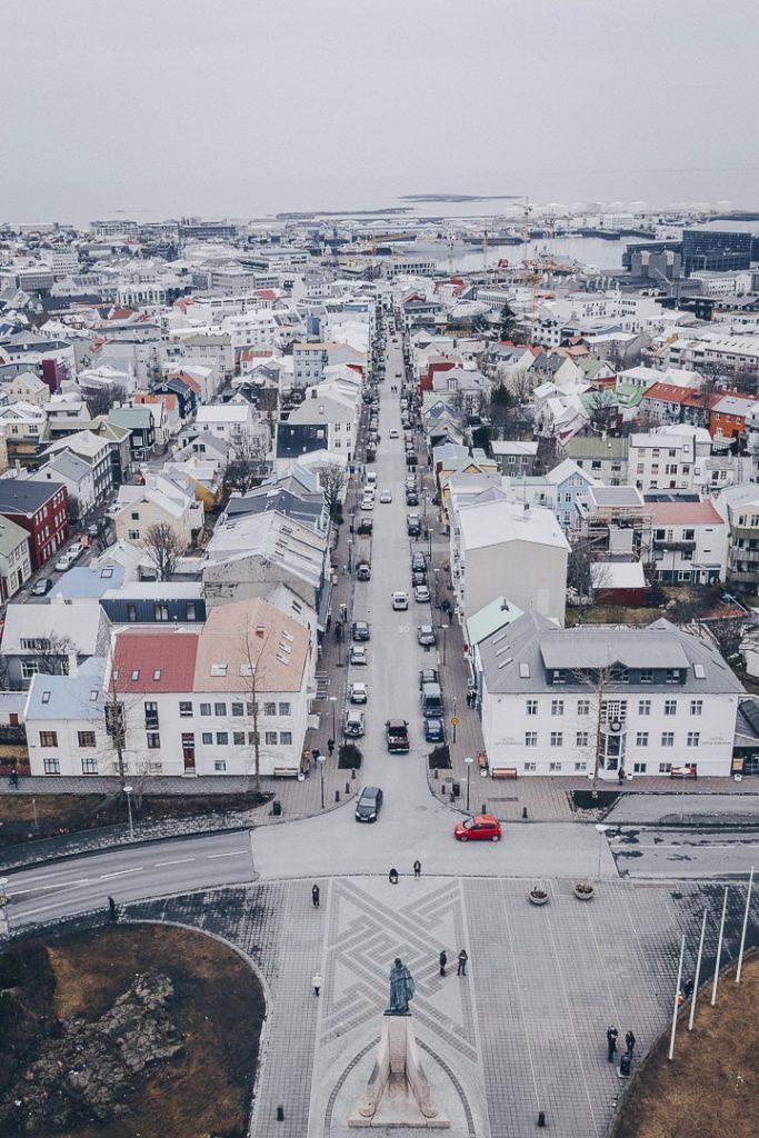 Vue du haut de l'église Hallgrimskirkja à Reykjavik #reykjavik #islande
