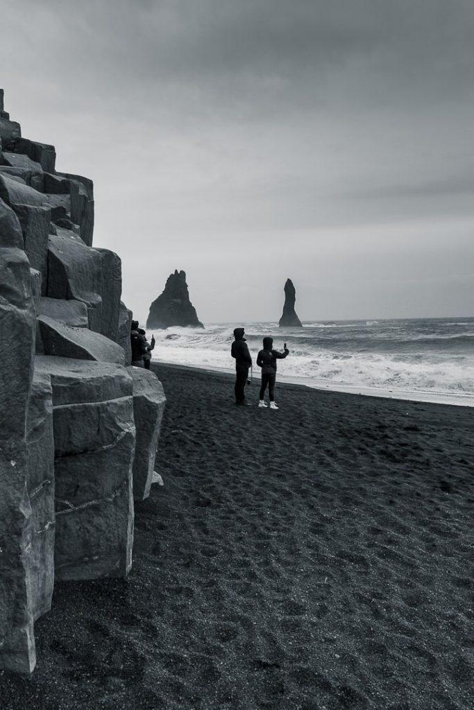 Plage sable noir à Vik en Islande