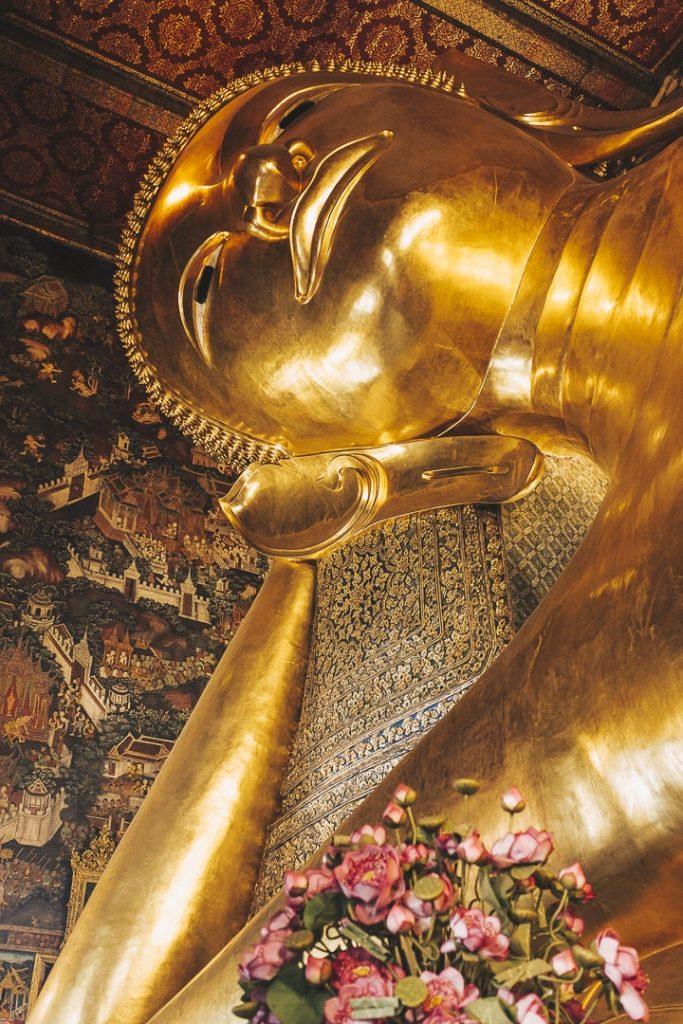 Visiter le Wat Pho et son grand bouddha couché est un incontournable pour une première visite à Bangkok #tahilande #bangkok