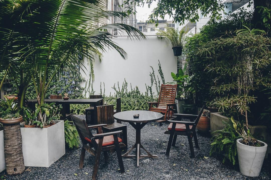 Le petit jardin du Yim Yam hostel pour une pause idéale entre 2 visites. #bangkok #thailande