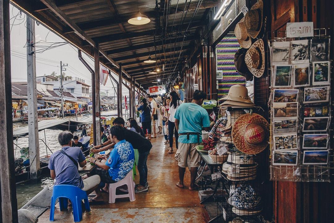 Ambiance sur les bords du marché flottant d'Amphawa #bangkok #thailande