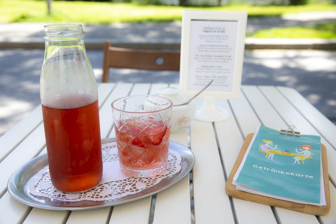 Thé glacé à la fraise chez Omas Teekanne à Graz, autriche #autriche #graz