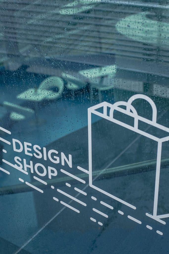 Design shop du café de l'ile sur la Mur à Graz #autriche #designmonat