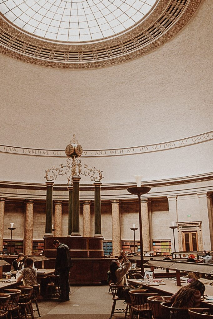Salle de travail de la bibliothèque centrale de Manchester #bestofMCR #lovegreatbritain #angleterre