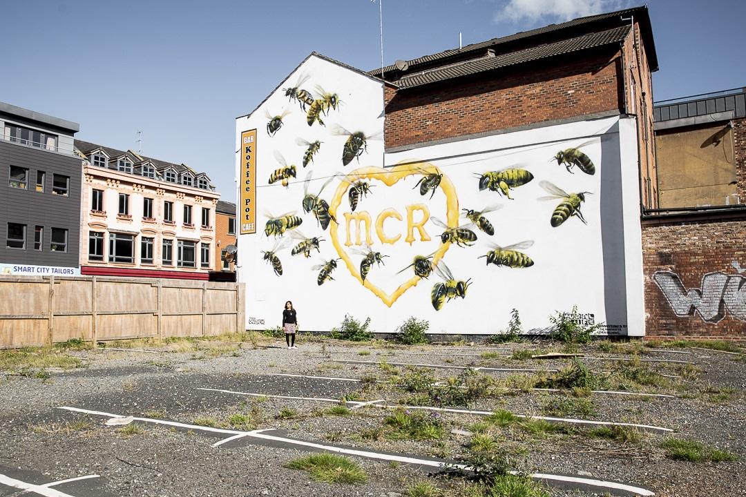 Oeuvre de street art à Manchester en hommage aux 22 personnes qui ont perdu la vie dans l'horrible attentat de la Manchester Arena #streetart #bestofMCR #lovegreatbritain