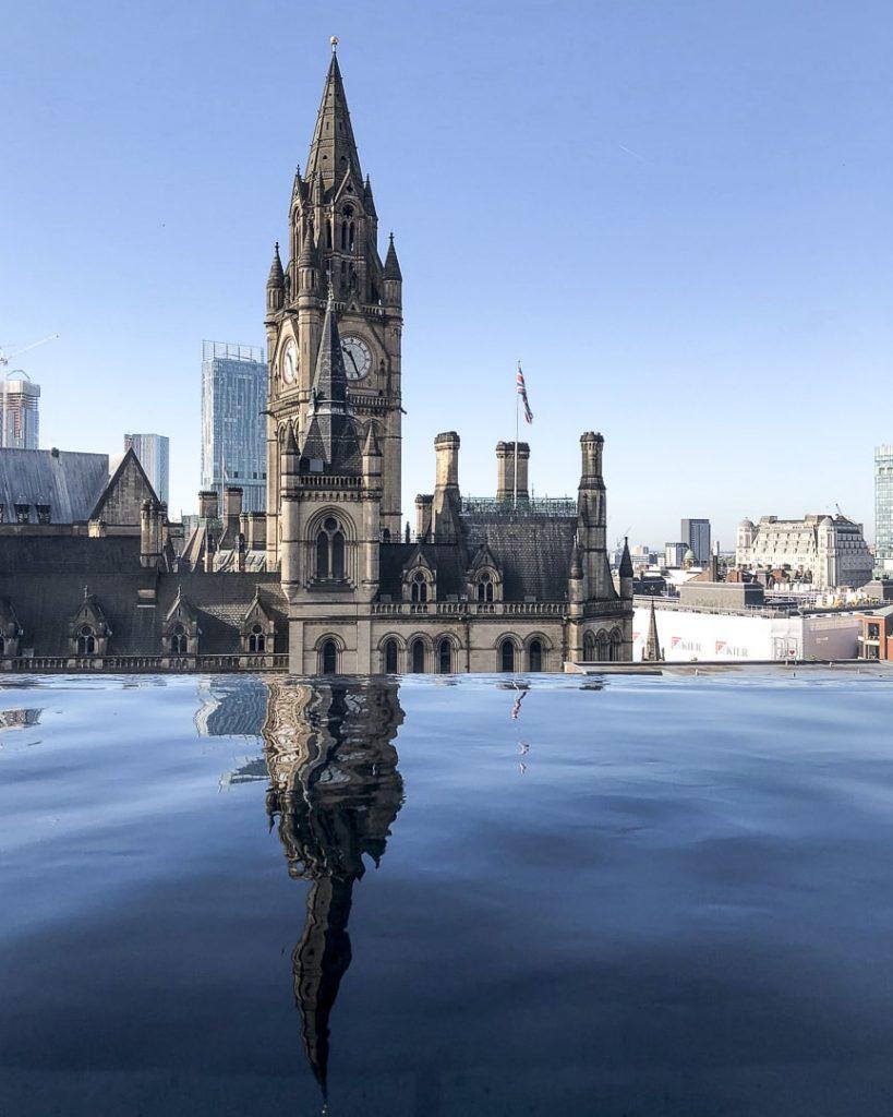 Vue depuis la piscine du King Street townhouse à Manchester #lovegreatbritain #bestofMCR