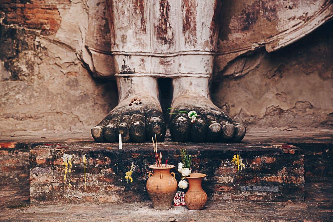 Les pieds d'un Bouddha du Wat Mahathat à Sukhothai - Thailande