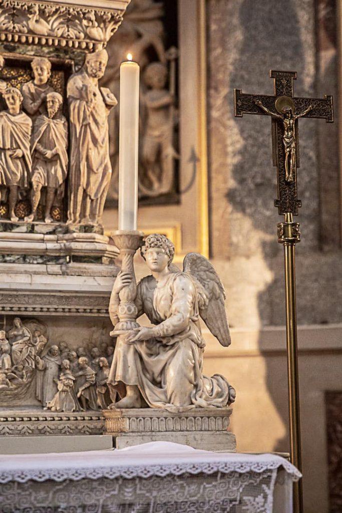 Sculpture de Michel-Ange que l'on peut voir dans une chapelle de l'église Santo Domenico à Bologne #inemiliaromagna