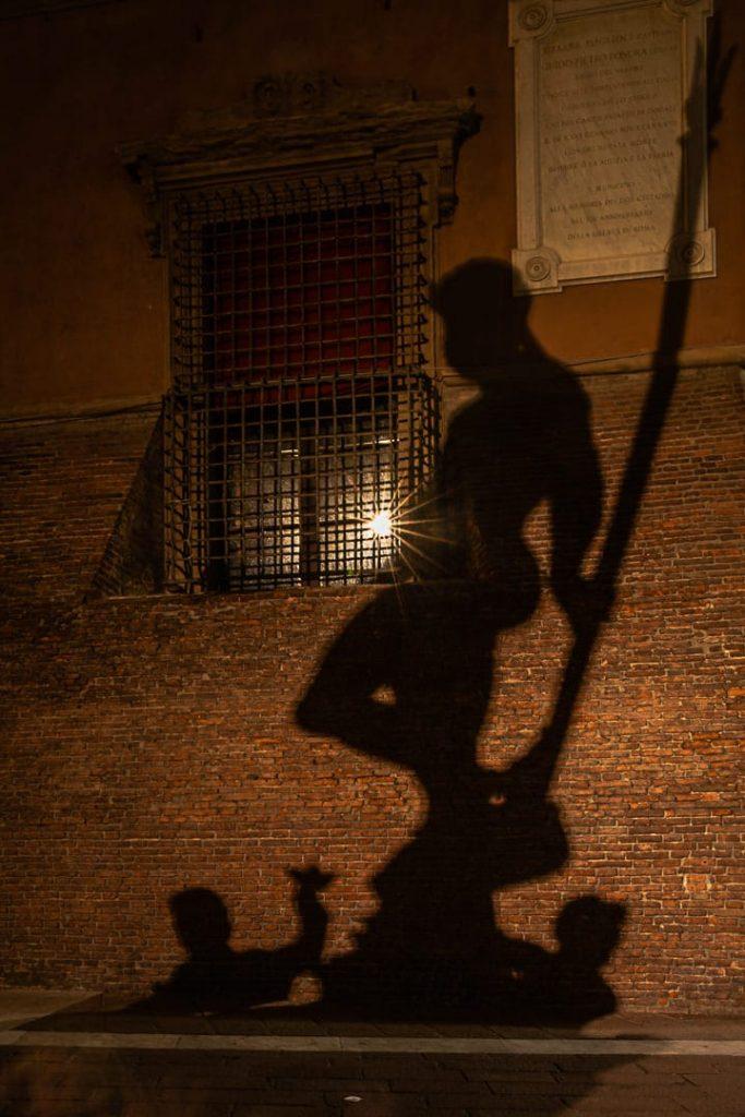 La statue de Neptune de nuit à Bologne #inemiliaromagna #bologne #italie