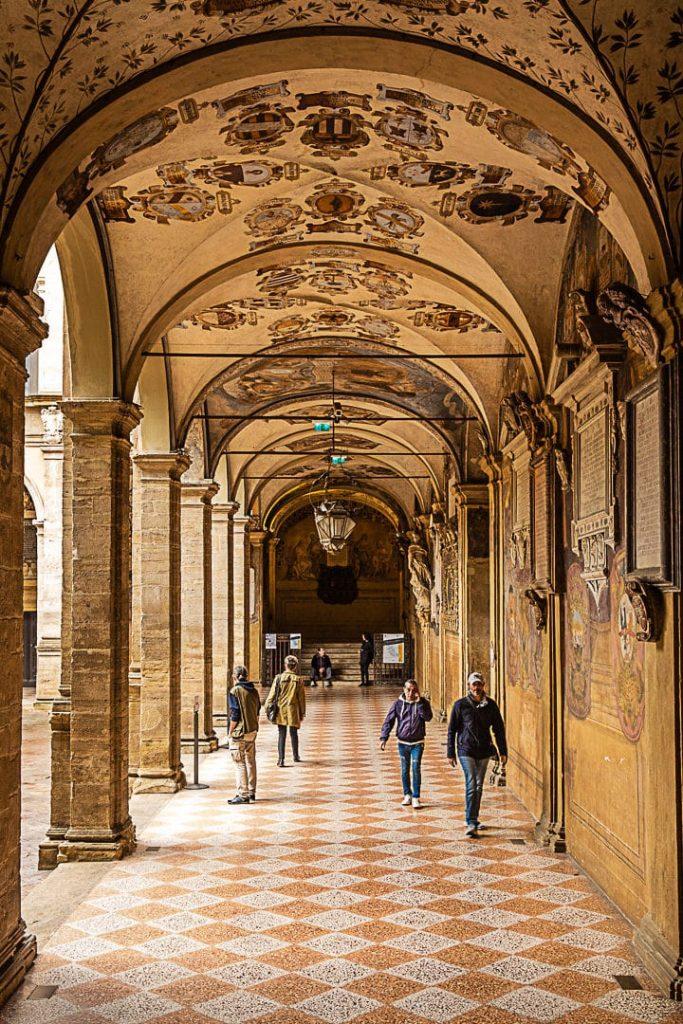 Arcades du palazzo dell'Archiginnasio #inemiliaromagna