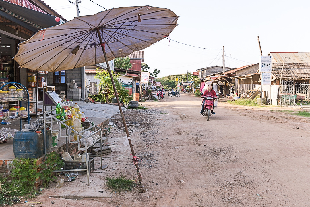 Ambiance dans la rue de Banteay Chhmar, Cambodge