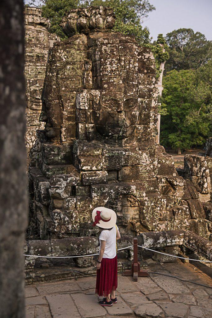 Atmosphère dans le temple Bayon sur le site d'Angkor
