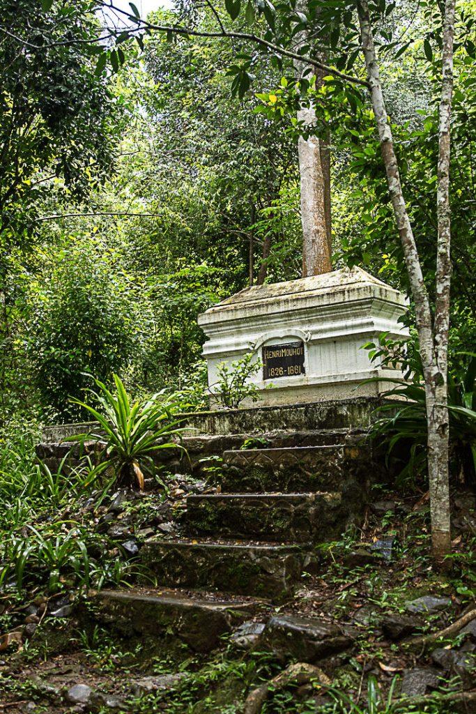 Tombe d'Henri Mouhot, naturaliste et explorateur français à Luang Prabang