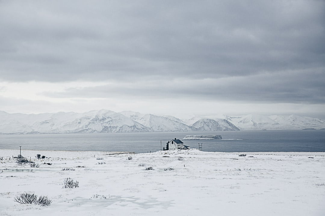 Ferme isolée dans les fjords du nord de l'Islande