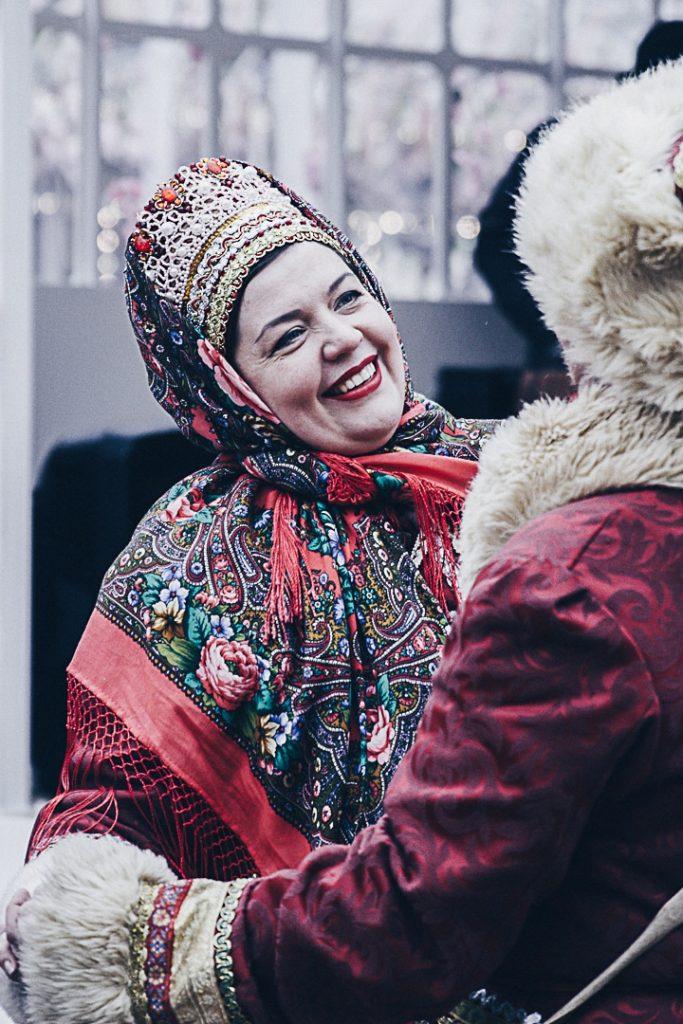 Le mardi gras russe est un festival folklorique dans les rues de Moscou