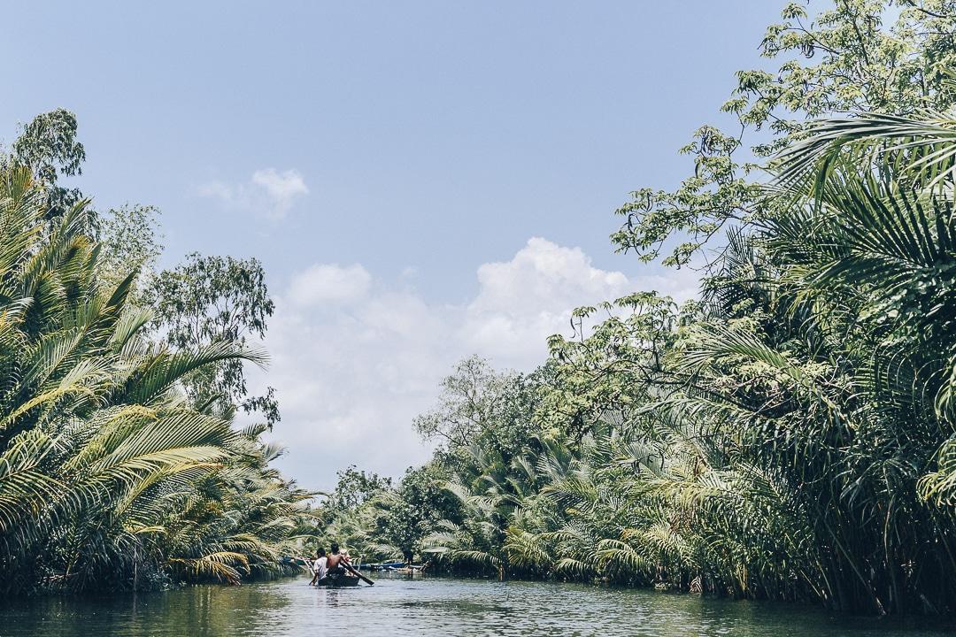 La cathédrale verte et sa végétation luxuriante à faire en kayak lors d'un séjour à Kampot - Cambodge