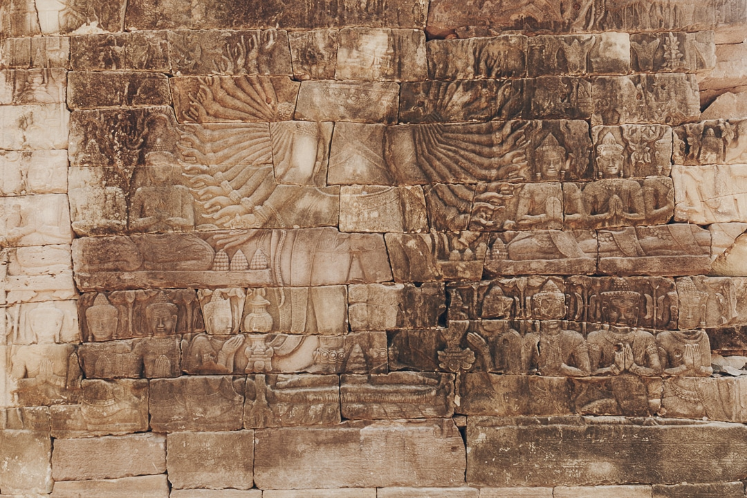Sculpture aux multiples bras, un joyau du temple de banteay Chhmar