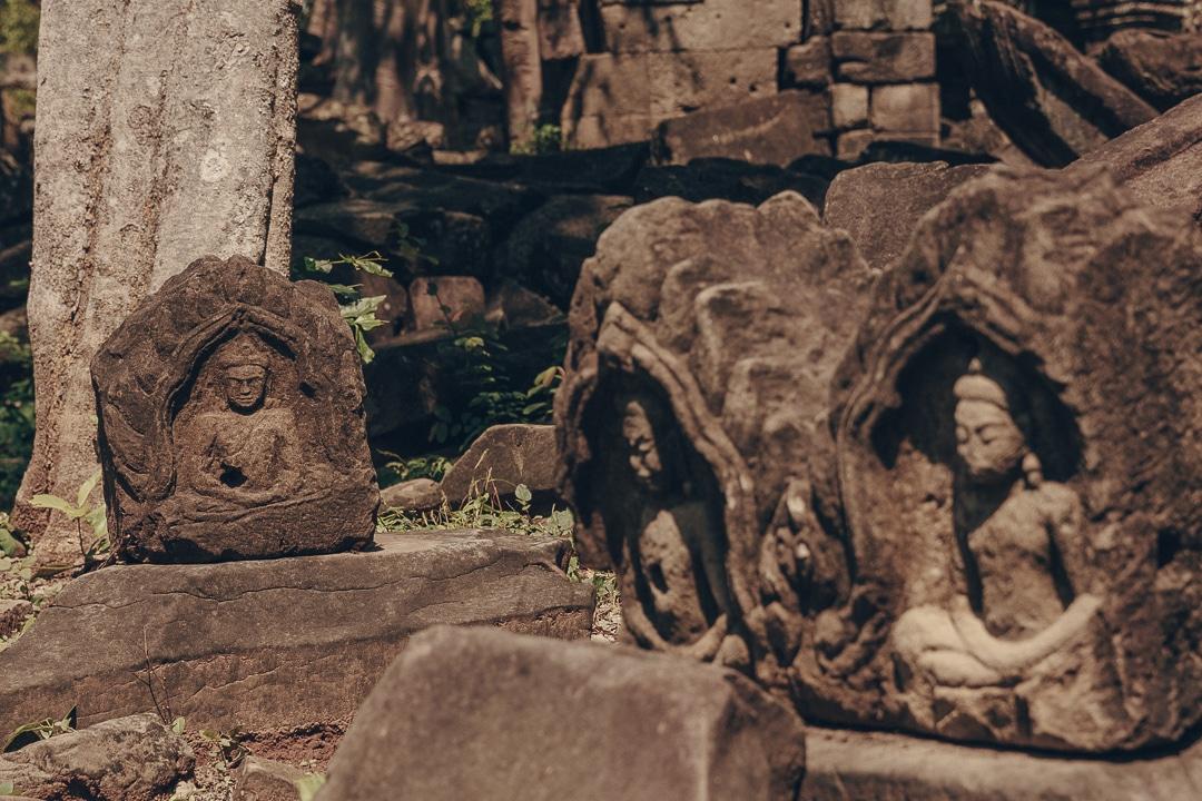 Bouddha dans les ruines du temple de Banteay chhmar - Cambodge