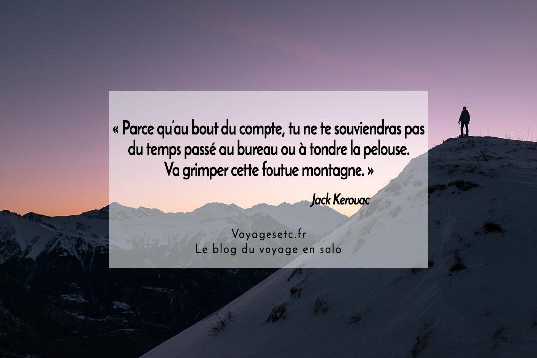 Citation Voyage Jack Kerouac « Parce qu'au bout du compte, tu ne te souviendras pas du temps passé au bureau ou à tondre la pelouse. Va grimper cette foutue montagne. »