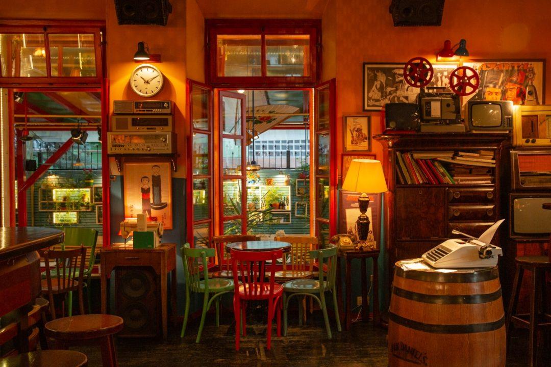Bar radio, bar branché de Blloku à Tirana #albanie #tirana