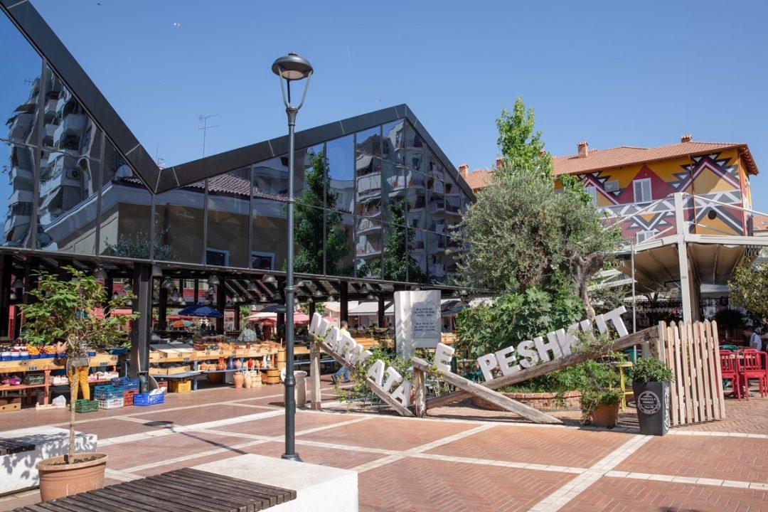 Le marché de Tirana autour duquel on trouve plein de petits restaurants pas chers #tirana #albanie
