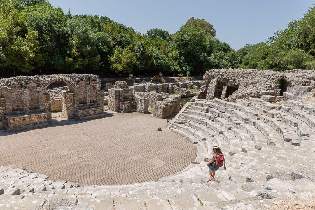 Théatre du site archéologique de Butrint en Albanie. Ce site est situé dans un parc national et il est très agréable à visiter