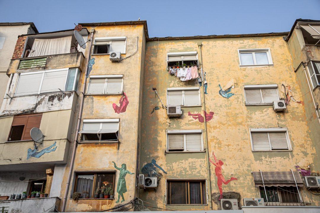 Il y a pas mal de street art à Tirana, notamment dans le quartier trendy Blloku #albanie #streetart