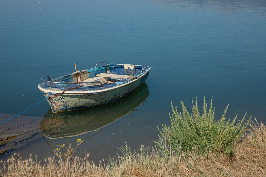 Barque dans le parc national de Butrint en Albanie