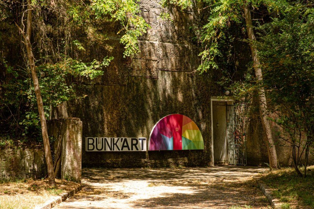 L'entrée de Bunkart 1 à Tirana, un musée sur l'histoire de l'Albanie à l'époque de la dictature #albanie #tirana