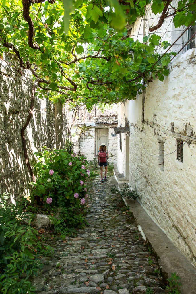 Ruelle de Berat, une ville inscrite au patrimoine mondial de l'Unesco en Albanie