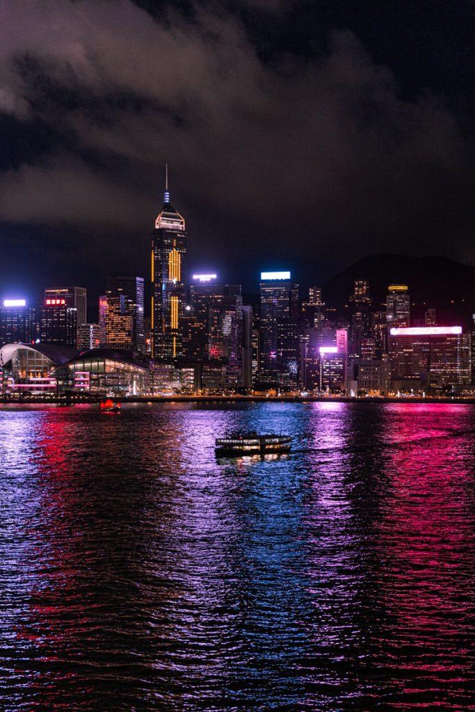 La skyline de hong kong de nuit depuis TST, un incontournable à Hong Kong #discoverhongkong