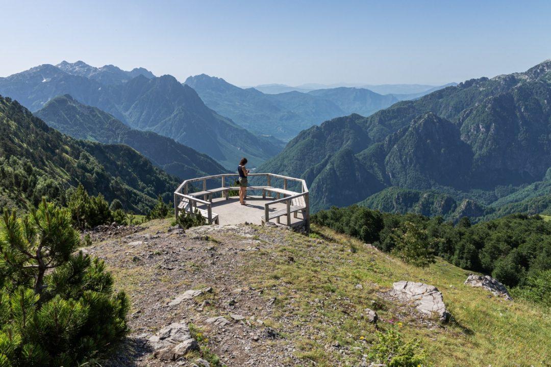 Point de vue sur la route entre Shkoder et theth dans les Alpes albanaises #albanie