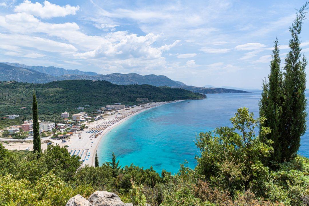 Livadhi beach sur la riviera en Albanie