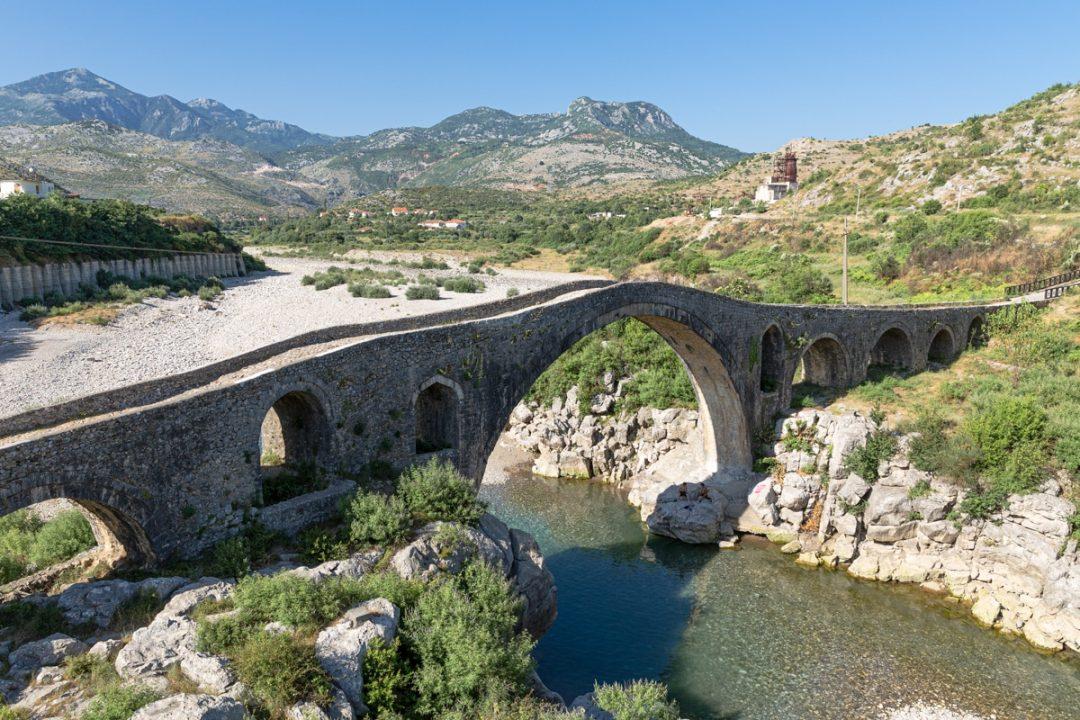 Pont de Mes, pont Ottoman près de Shkodra en Albanie
