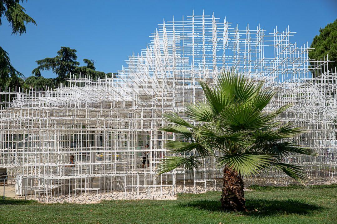The cloud, oeuvre de l'architecte japonais Sou Fujimoto exposée à Tirana - Albanie