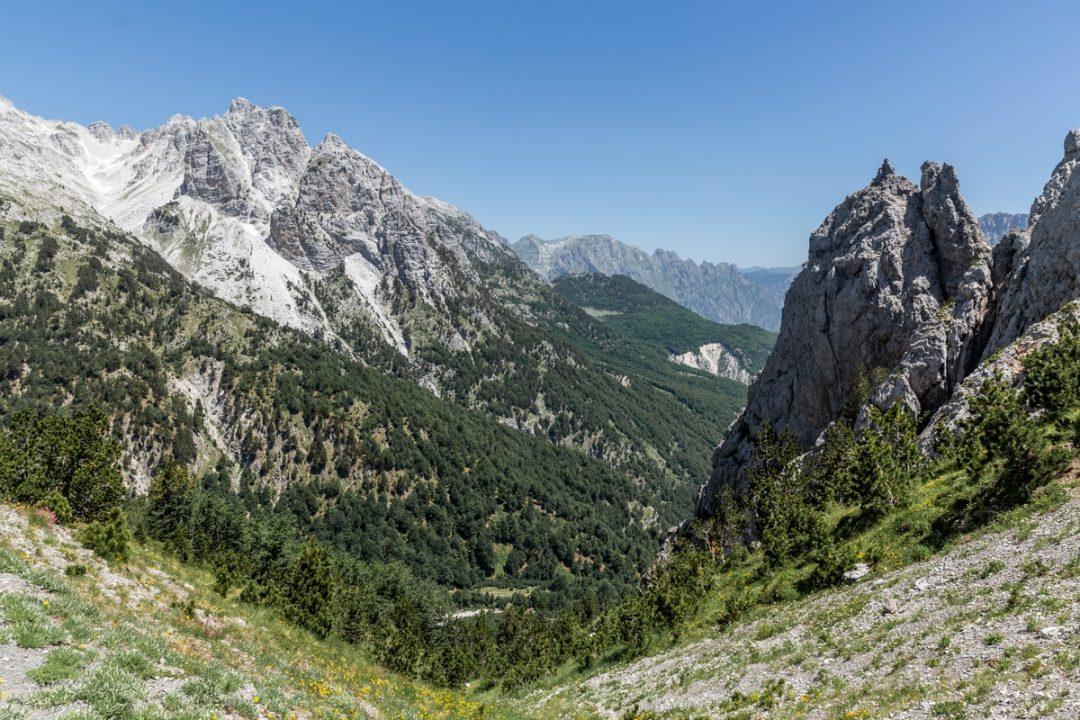 Vue au col de Valbonë en Albanie
