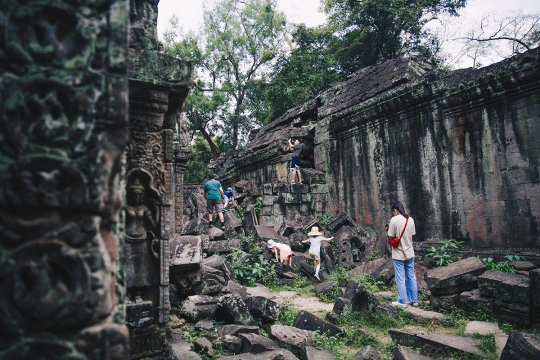 Le site d'Angkor au Cambodge souffre du tourisme de masse et des incivilités de ses visiteurs
