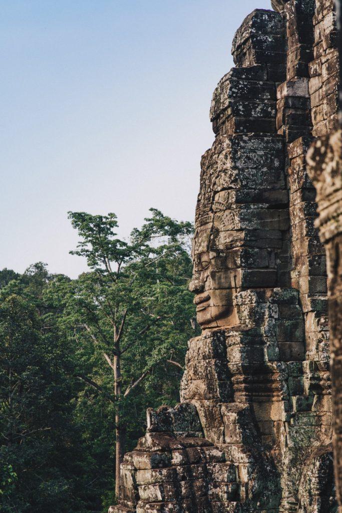 Le sublime Bayon au lever du soleil sur le site d'Angkor