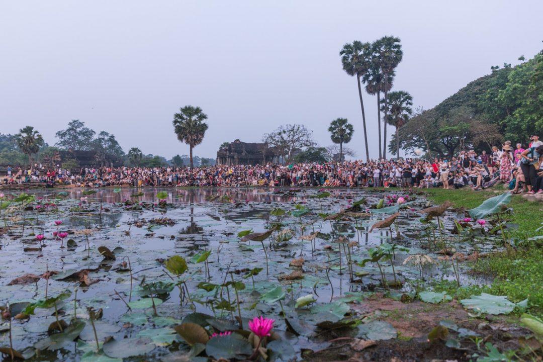 La foule au lever du soleil à Angkor Vat au Cambodge
