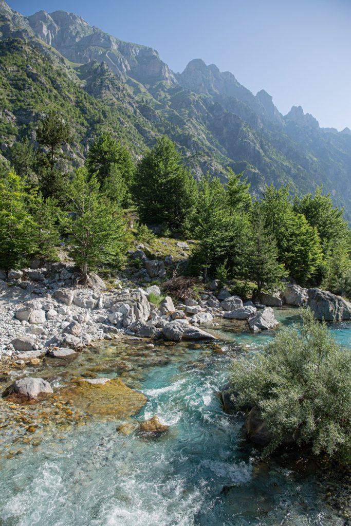 Arben Selimaj, une jolie pension au bord de la rivière à Valbona
