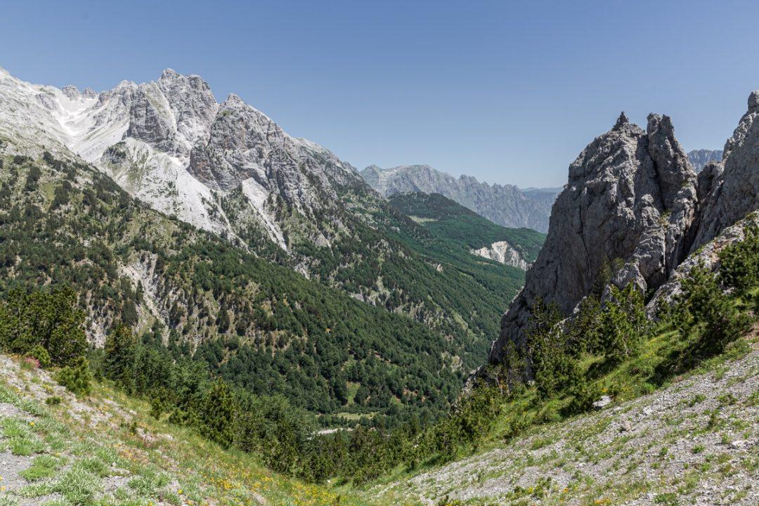 Vue depuis de col de Valbona en Albanie