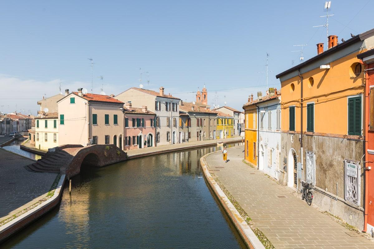Comacchio, une jolie ville de pêcheurs colorée située à l'entrée du delta du Pô #inemiliaromagna