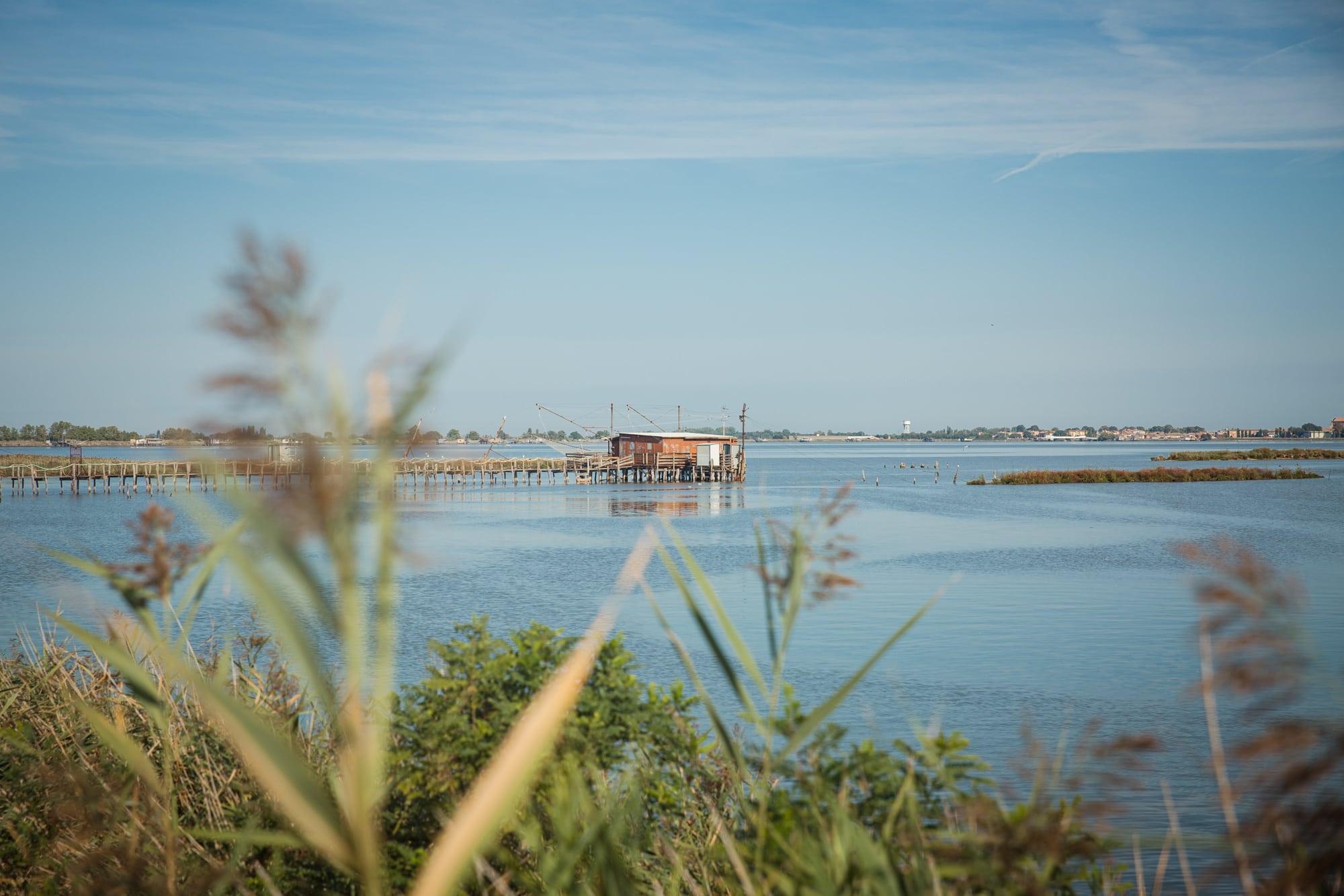 Cabane de pêche dans le delta du Po en Italie