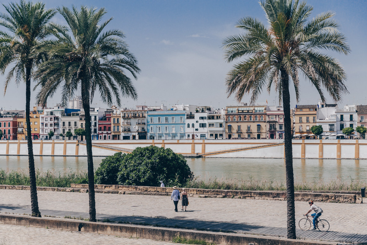 Le Guadalquivir traverse Séville. De l'autre côté, le quartier de Tiriana est très coloré et c'est que l'on y fabrique les mosaïques