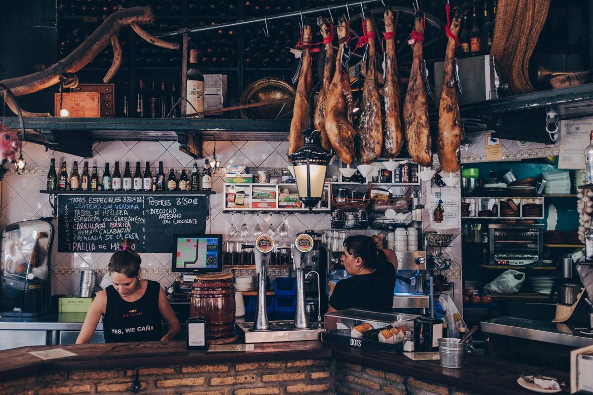 Intérieur du bar Alfalfa à Séville